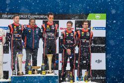 Podium: winners Thierry Neuville, Nicolas Gilsoul, Hyundai Motorsport, third place Andreas Mikkelsen, Anders Jäger, Hyundai Motorsport