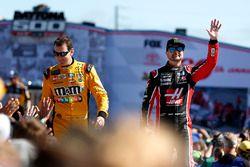 Kyle Busch, Joe Gibbs Racing Toyota Camry, Kurt Busch, Stewart-Haas Racing Ford Fusion