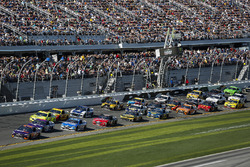 Denny Hamlin, Joe Gibbs Racing Toyota, Darrell Wallace Jr., Richard Petty Motorsports, Click n' Clos