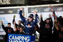 Ganador de la carrera Johnny Sauter, GMS Racing, Allegiant Airlines Chevrolet Silverado