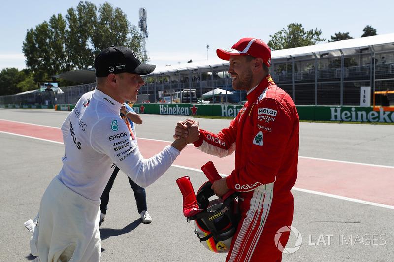 Valtteri Bottas, Mercedes AMG F1, y Sebastian Vettel, Ferrari