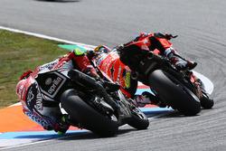 Chaz Davies, Aruba.it Racing-Ducati SBK Team, Lorenzo Savadori, Milwaukee Aprilia