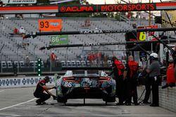 #86 Michael Shank Racing with Curb-Agajanian Acura NSX, GTD: Katherine Legge, Mario Farnbacher