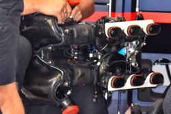 Daniel Ricciardo, Red Bull Racing RB14 plenum de admisión del motor