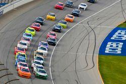 Kyle Larson, Chip Ganassi Racing, Chevrolet Camaro ENEOS and Kevin Harvick, Biagi-DenBeste Racing, Ford Mustang Hunt Brothers Pizza