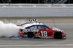 Kyle Busch, Joe Gibbs Racing, Toyota Camry Skittles Red White & Blue celebrates his win with a burnout
