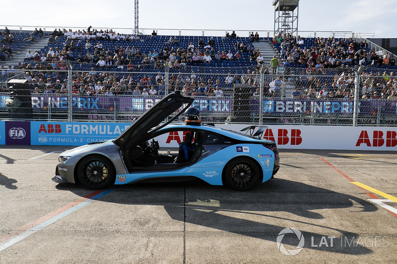 BMW i8 Qualcomm Safety Car