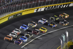 Daniel Suarez, Joe Gibbs Racing, Toyota Camry ARRIS ve Denny Hamlin, Joe Gibbs Racing, Toyota Camry FedEx Express