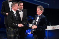 Malcolm Wilson recibe el premio coche de Rally del año por el Ford Fiesta RS WRC