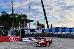 Jerome D'Ambrosio, Dragon Racing, leads Alex Lynn, DS Virgin Racing