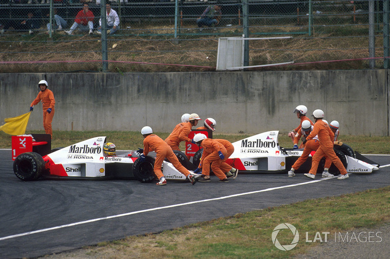 Ayrton Senna, McLaren MP4/5 Honda and Alain Prost, McLaren MP4/5 Honda collide