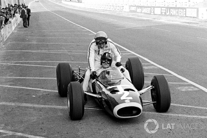 Reims 1966: Graham Hill (BRM) lleva a Peter Arundell (Lotus)