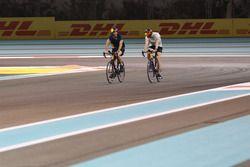 Daniel Ricciardo, Red Bull Racing cycles the track