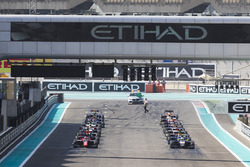 George Russell, ART Grand Prix & Leonardo Pulcini, Arden International line up at the front of the grid