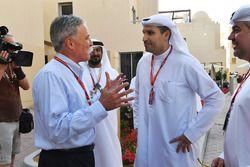 Председатель Formula One Group Чейз Кэри и Халдун Аль-Мубарак