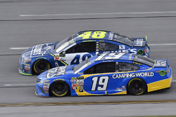 Daniel Suarez, Joe Gibbs Racing Toyota and Jimmie Johnson, Hendrick Motorsports Chevrolet