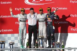 Podium: le vainqueur Lewis Hamilton, Mercedes AMG F1, le deuxième Nico Rosberg, Mercedes AMG F1, le troisième Daniel Ricciardo, Red Bull Racing, Rob Thomas, directeur des opérations et de la qualité Mercedes AMG F1