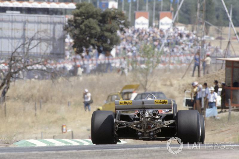 С той поры в Маранелло научили свою турбо-машину быстро ездить не только на прямых, и она выиграла еще много гонок. Жиль Вильнев следующей весной разбился в Зольдере. А Формула 1 больше ни разу не проводила свои Гран При на «Хараме»...