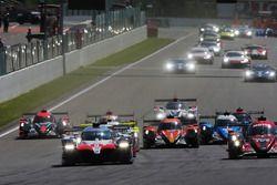 #8 Toyota Gazoo Racing Toyota TS050: Sébastien Buemi, Kazuki Nakajima, Fernando Alonso, al comando alla partenza