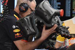 Red Bull Racing RB14 engine, dettaglio del cofano motore