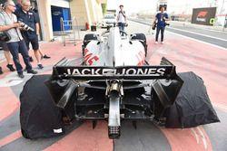 Haas F1 Team VF-18 trasero