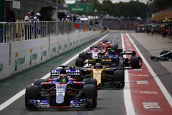 Nico Hulkenberg, Renault Sport F1 Team RS17, Brendon Hartley, Scuderia Toro Rosso STR12, Carlos Sainz Jr., Renault Sport F1 Team RS17, Marcus Ericsson, Sauber C36, Esteban Ocon, Sahara Force India F1 VJM10, queue to leave the pits at the start of Qualifyin