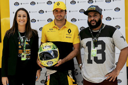 Alessandra Valllini, Ayrton Senna Foundation, Carlos Sainz Jr., Renault Sport F1 Team, with a special edition helmet designed by Shock Maravillha