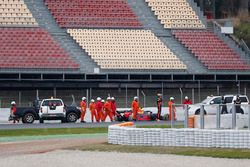 Max Verstappen, Red Bull Racing RB14, stopt in de grindbak