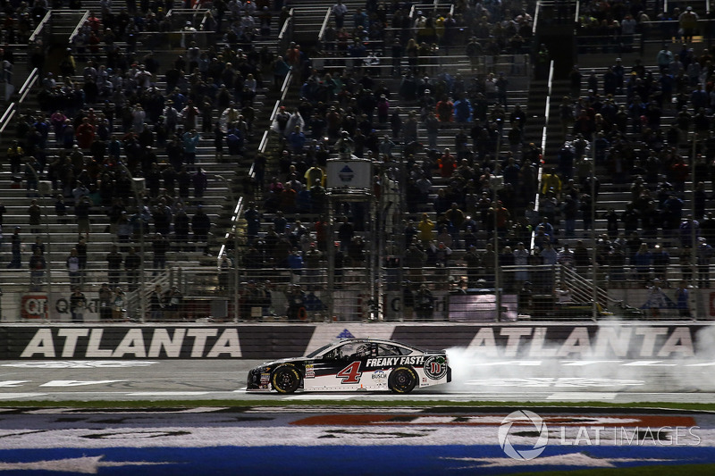Kevin Harvick, Stewart-Haas Racing, Jimmy John's Ford Fusion burn out