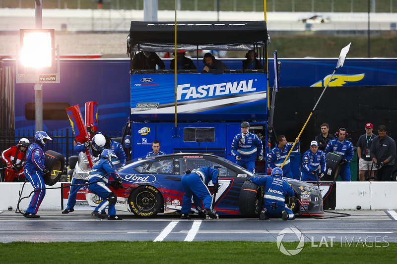 Ricky Stenhouse Jr., Roush Fenway Racing, Ford Ford Fusion pit stop