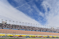 Kyle Larson, Chip Ganassi Racing, Chevrolet Camaro DC Solar and Ryan Blaney, Team Penske, Ford Mustang Fitzgerald Glider Kits