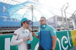 Oliver Turvey, NIO Formula E Team, en la parrilla