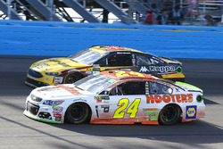 Chase Elliott, Hendrick Motorsports Chevrolet, Matt DiBenedetto, GO FAS Racing Ford