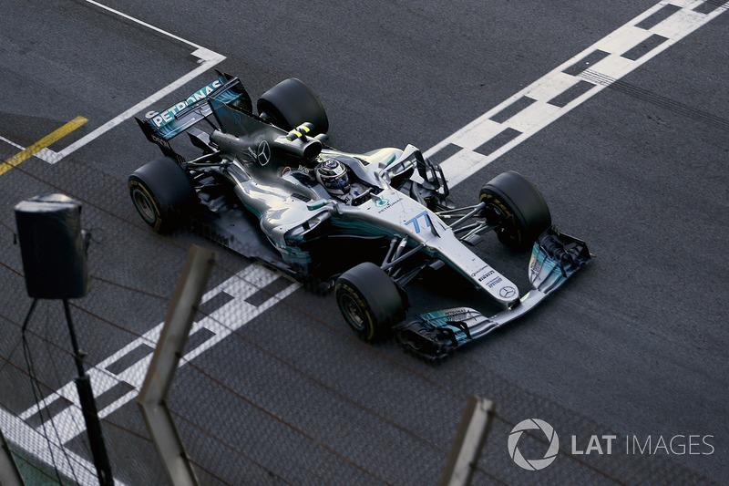 Damalı bayrak: 2. sıra Valtteri Bottas, Mercedes-Benz F1 W08