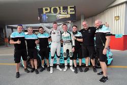 Обладатель поула Гордон Шедден, Leopard Racing Team WRT