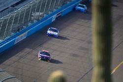Денни Хэмлин, Joe Gibbs Racing Toyota и Эй-Джей Алмендингер, JTG Daugherty Racing Chevrolet