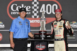1. Erik Jones, Joe Gibbs Racing, Toyota Camry buyatoyota.com