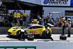 #4 Corvette Racing Chevrolet Corvette C7.R, GTLM: Oliver Gavin, Tommy Milner pit stop.