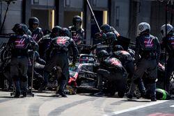 Romain Grosjean, Haas F1 Team VF-18, pitstop