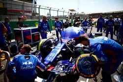 Pierre Gasly, Toro Rosso STR13 en la parrilla