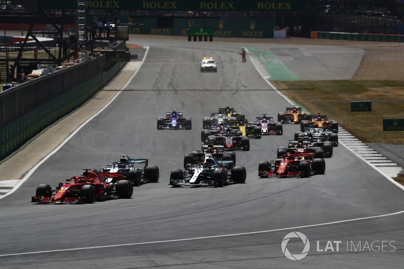 Start action, Sebastian Vettel, Ferrari SF71H lider, Valtteri Bottas, Mercedes AMG F1 W09