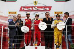 Podium Trofeo Pirelli: Racewinnaar #8 Octane 126 Ferrari 488: Fabio Leimer, tweede plaats #1 Octane