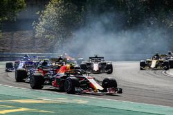 Max Verstappen, Red Bull Racing RB14, leads Pierre Gasly, Toro Rosso STR13, Carlos Sainz Jr., Renault Sport F1 Team R.S. 18, Kevin Magnussen, Haas F1 Team VF-18, Brendon Hartley, Toro Rosso STR13, Nico Hulkenberg, Renault Sport F1 Team R.S. 18, and the remainder of the field at the start