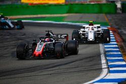 Ромен Грожан, Haas F1 Team VF-18, и Шарль Леклер, Alfa Romeo Sauber C37