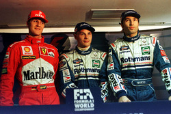 Jacques Villeneuve, Williams, Michael Schumacher, Ferrari, Heinz-Harald Frentzen, Williams, signent tous les trois exactement le même temps