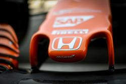 Dettaglio del naso della McLaren MCL32