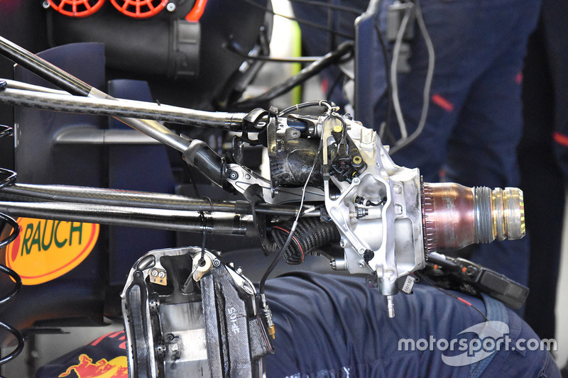 Red Bull Racing RB13 front suspension, GP do México - Fotos