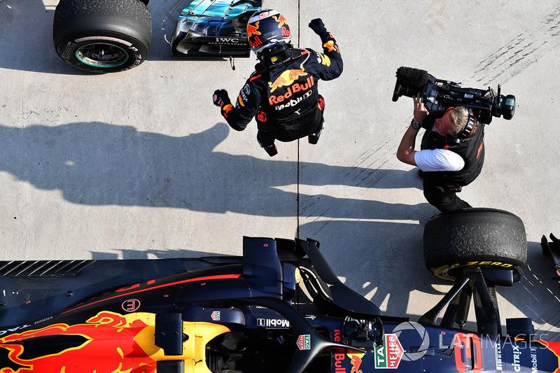 Ganador de la carrera Daniel Ricciardo, Red Bull Racing RB14 celebra en parc ferme