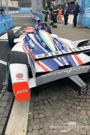 El auto de Felix Rosenqvist, Mahindra después del choque
