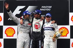 Podium : le second Pedro de la Rosa, McLaren, le vainqueur Jenson Button, Honda et le troisième Nick Heidfeld, BMW Sauber F1